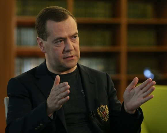 Количество административных барьеров для застройщиков надо сократить - Медведев