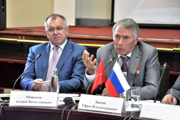 Сформирован новый состав Общественного совета Минстроя России: знакомые всё лица!
